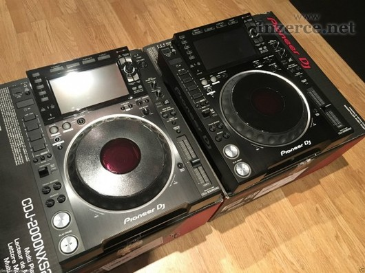 2x Pioneer CDJ-2000NXS2 + 1x DJM-900NXS2