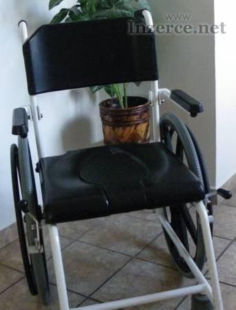 Invalidní sprchovací vozík
