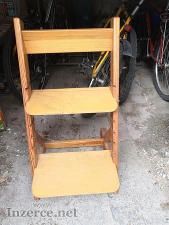 Levně prodám dvě dětské židličky