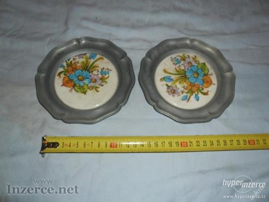 Pěkné staré talíře s obrázkem-asi cín