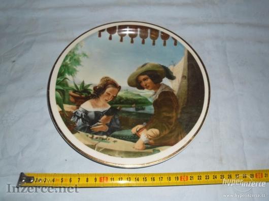 Pěkný talíř se ŠLECHTICI - značka č.31