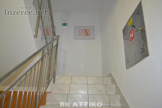 Pronájem kanceláří u Zvonařky (CP 18 m2 + zázemí),