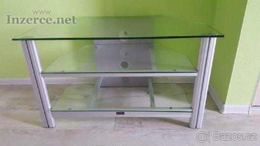 Skleněny stolek pod TV