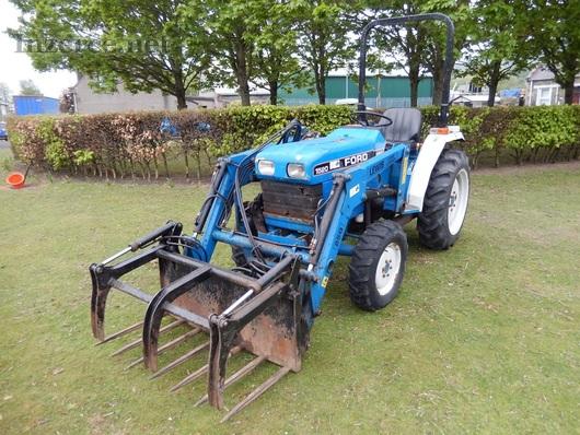 Traktor Ford I52O HST - Plně funkční!